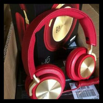 Ear_Phone_set_red.jpg