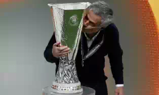 Jose_Mourinho_with_Europa_trophy.jpeg