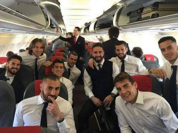 Real_Madrid_players_in_aeroplane.jpg