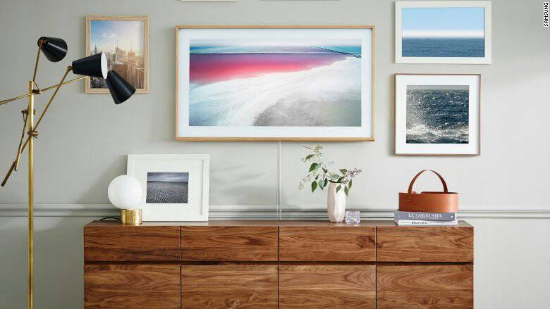 Samsung_plasma_television_with_standby_mode_wallpaper_like_a_wall_frame.jpg